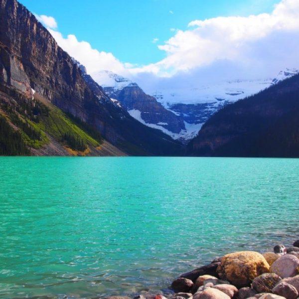 カナダルイーズ湖